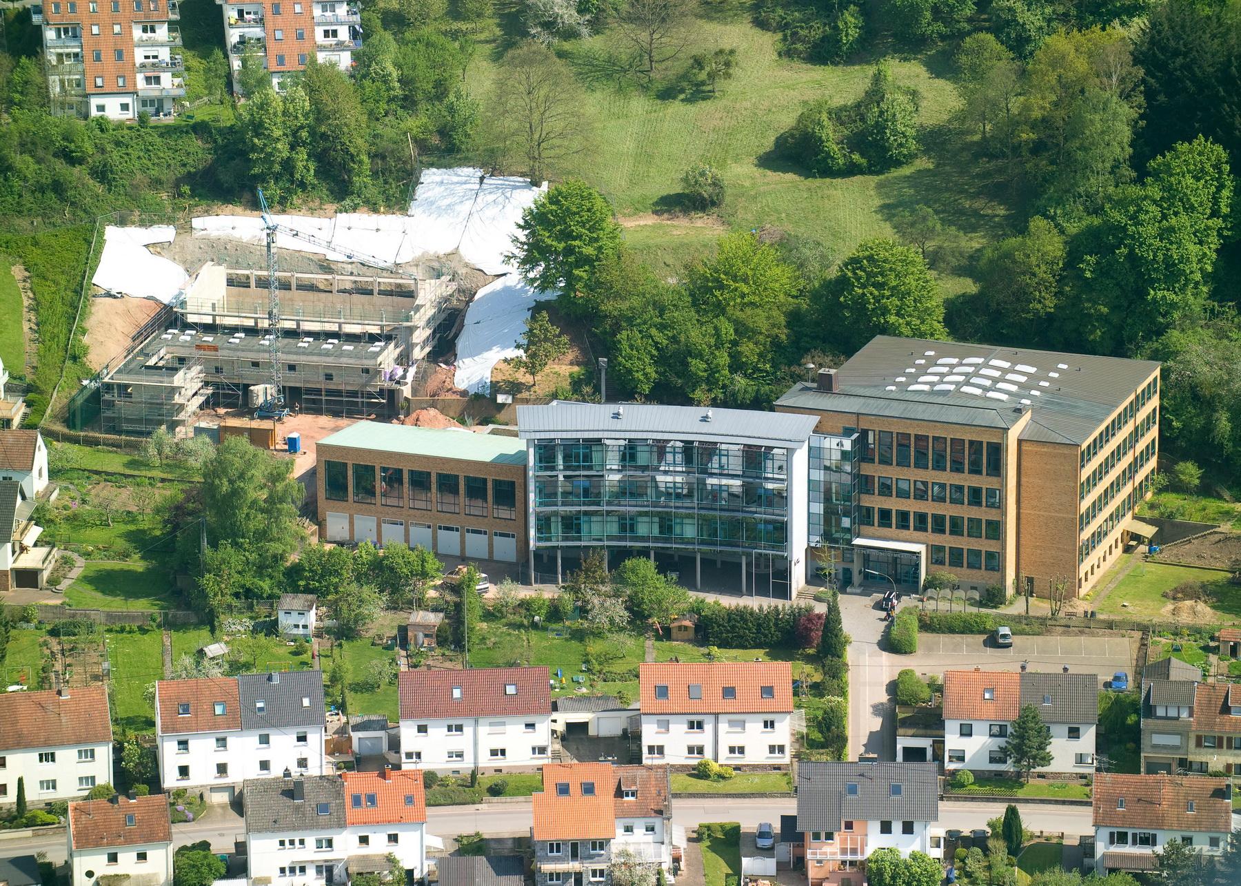 Luftansicht des Peter-Wust-Gymnasiums in Merzig