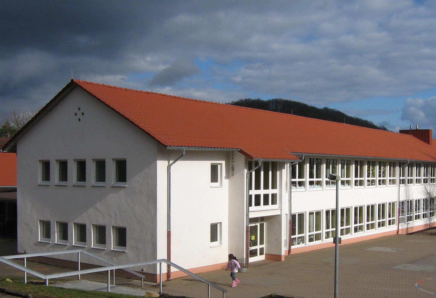 Außenansicht der Grundschule Brotdorf