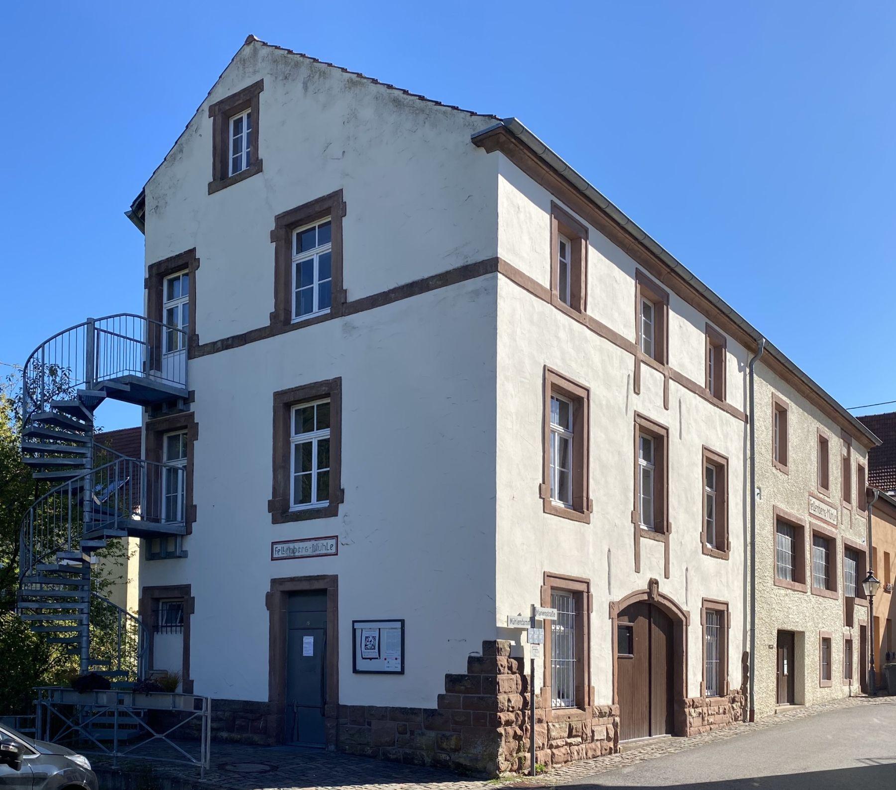 Das Foto zeigt die Außenansicht des Feinmechanischen Museums Fellenbergmühle.