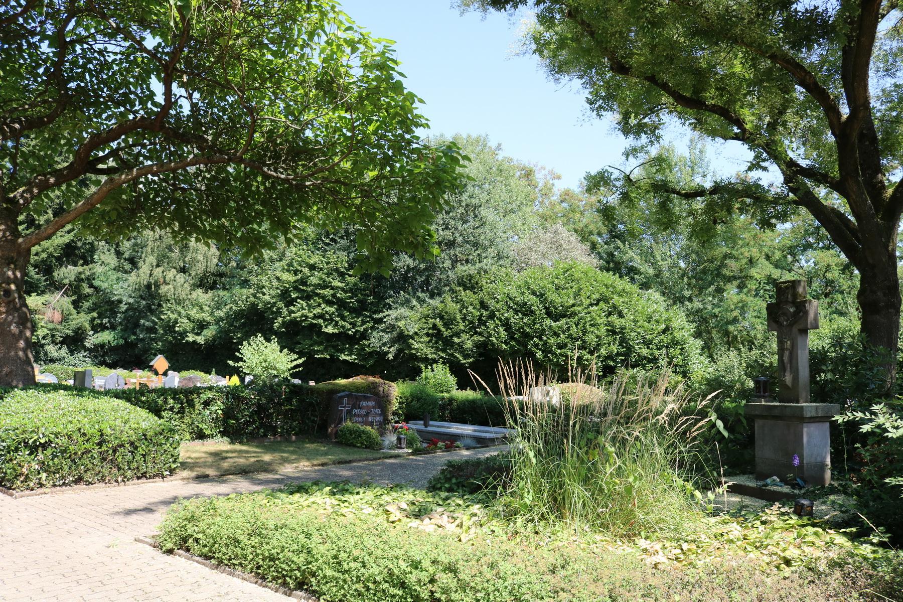 Grabstätten auf dem Friedhof in Schwemlingen