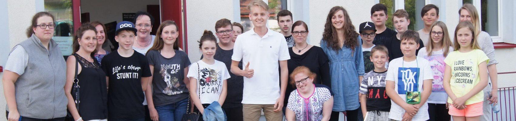 Luke Kelly besucht das Jugendhaus in Merzig