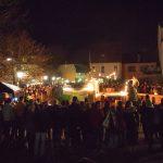 Die Feuershow beim Mondscheinmarkt lockte zahlreiche Zuschauer an.