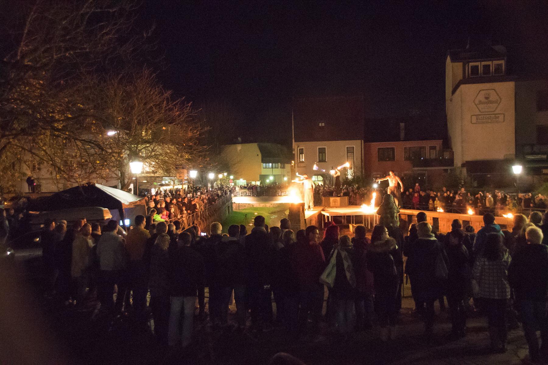 Feuershow am Seffersbach beim Mondscheinmarkt