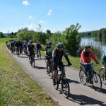 Zahlreiche Radfahrer nehmen am Saar Pedal am Saarleinpfad entlang teil.