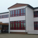 Außenansicht der Schule auf der Wild in Brotdorf