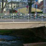 Das Foto zeigt die Seffersbachbrücke in der Merziger Innenstadt.