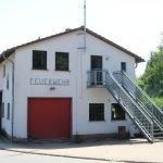 Zu sehen ist eine Frontansicht des Feuerwehrgerätehauses in Silwingen.