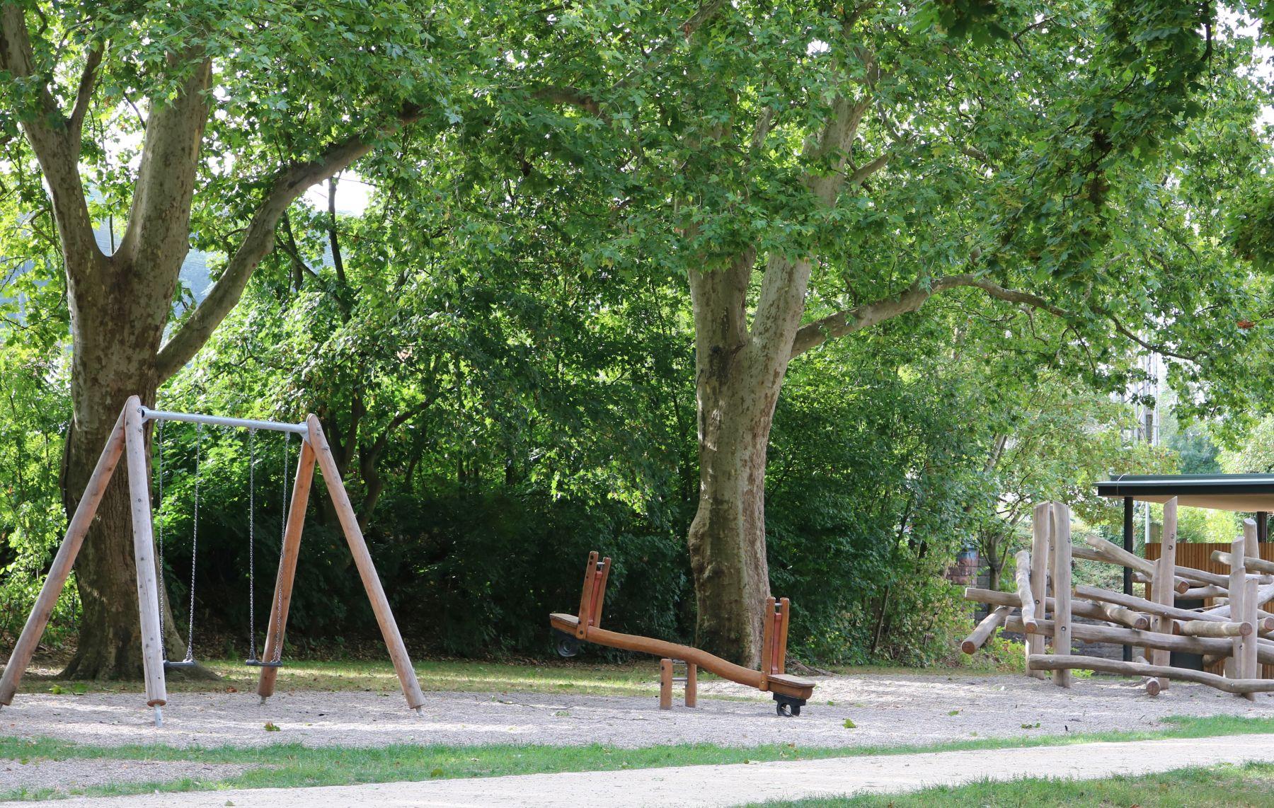 Im Eingangsbereich des Stadtparks befindet sich ein Spielplatz, der hier zu sehen ist.