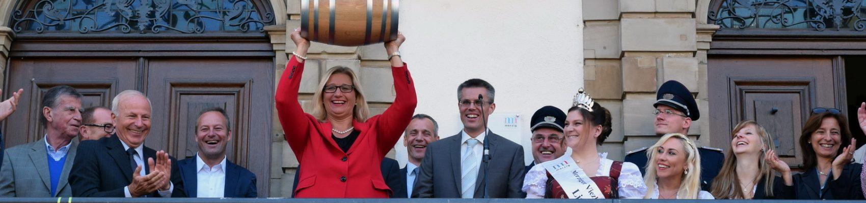 Wirtschaftsministerin Anke Rehlinger bei der Eröffnung des Viezfests am Merziger Stadthaus.