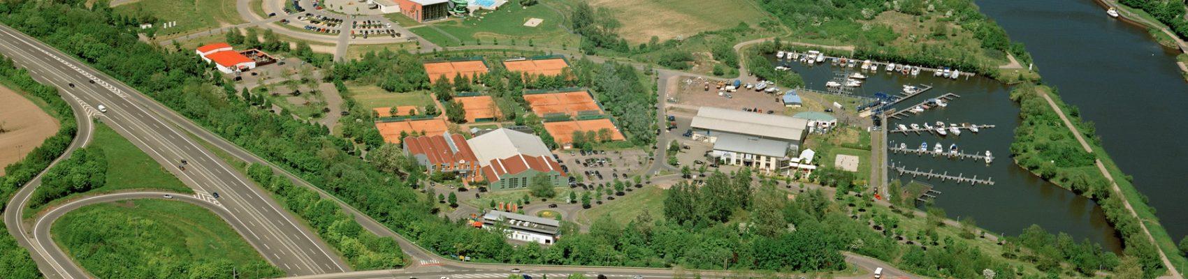 Luftaufnahme des Sport- und Freizeitparks an der Saar