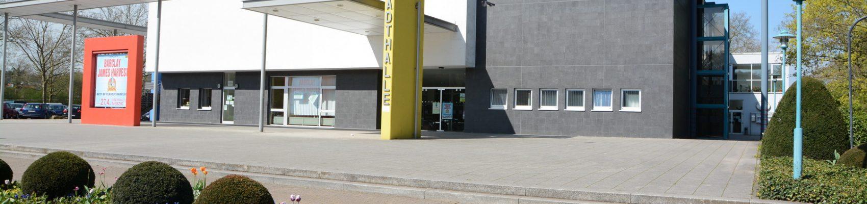Frontansicht der Stadthalle