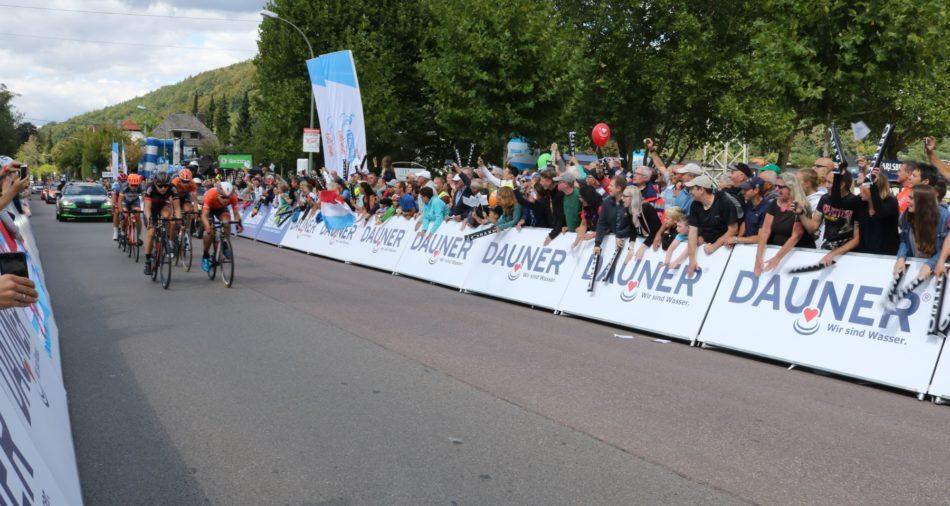 Das Foto zeigt die Durchfahrt der Profis bei der Deutschlandtour 2018 in Merzig.