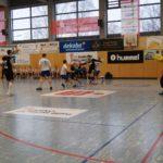 Zu sehen sind die Handballer auf dem Spielfeld beim Sparkassen-Cup 2018.