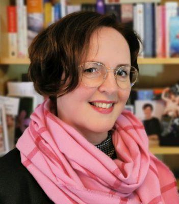 Das Bild zeigt ein Porträt von Angelika Lauriel.