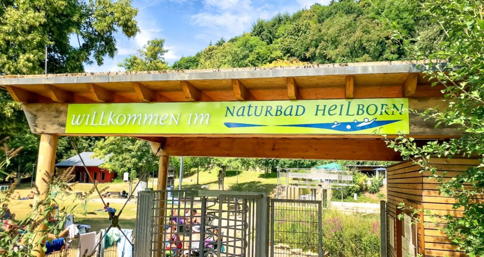 Eingangsbereich des Naturbads Heilborn