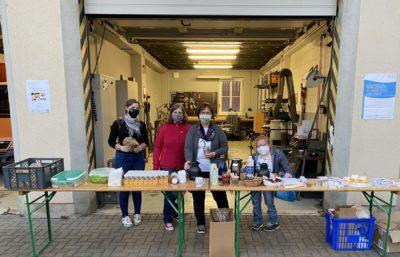 Auf dem Bild ist ein faires Frühstück für das Team des Baubetriebshofs der Kreisstadt Merzig als ein Projekt des IQ Netzwerks zu sehen.