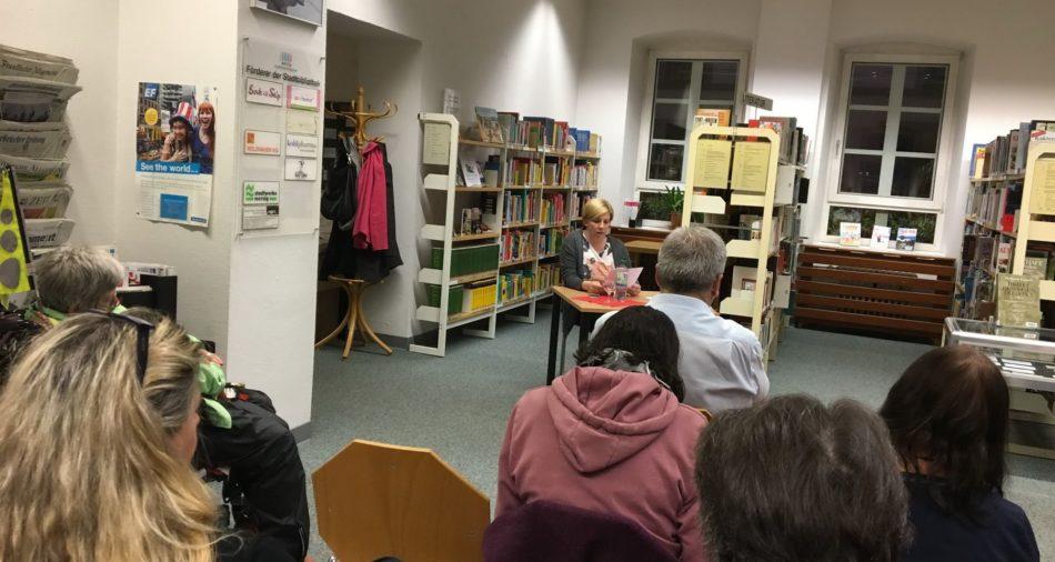 Einweihung der Buch-Ecke in leichter Sprache in der Stadtbibliothek