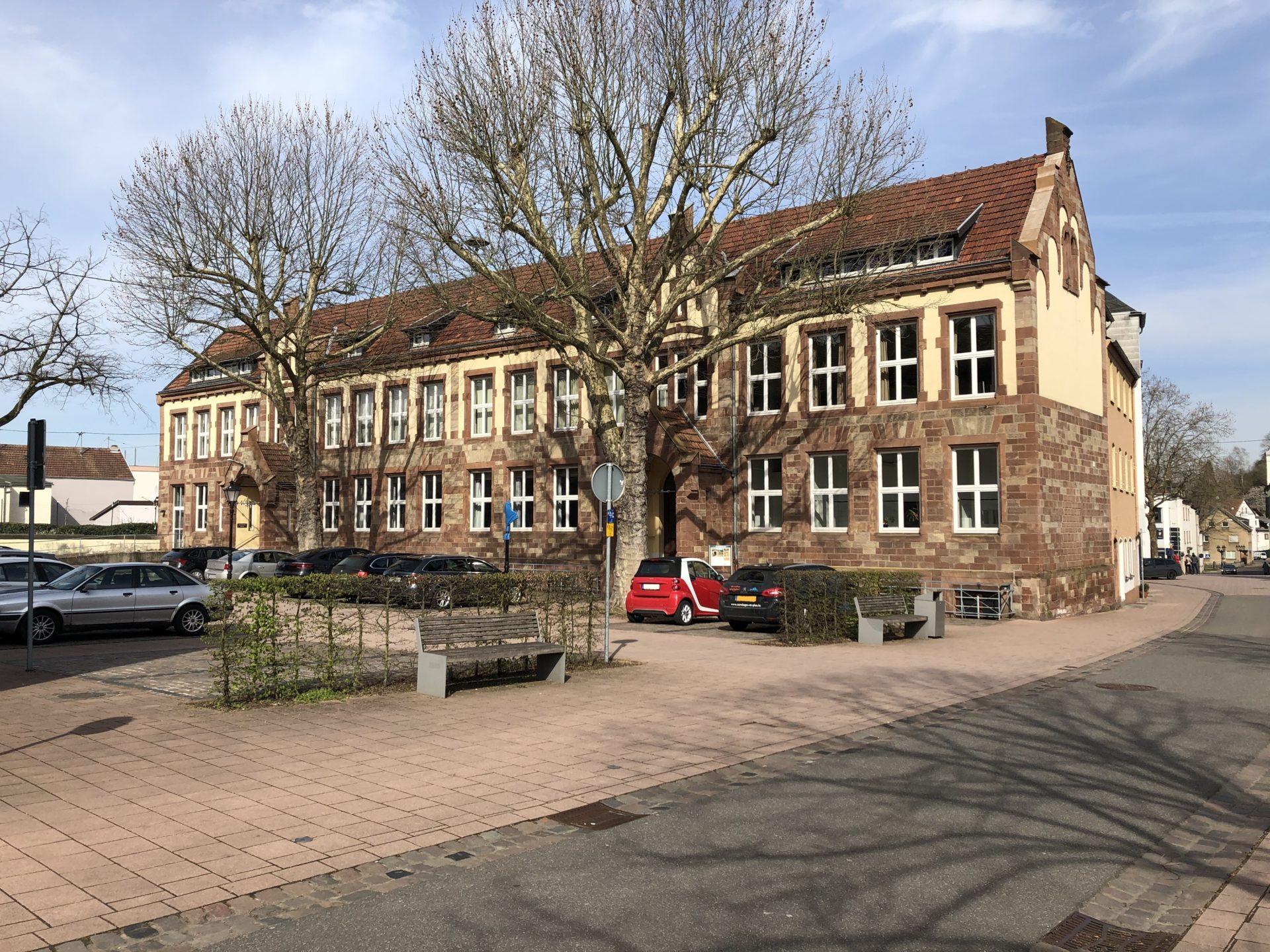 Das Foto zeigt die Außenansicht des Vereinshauses Merzig.