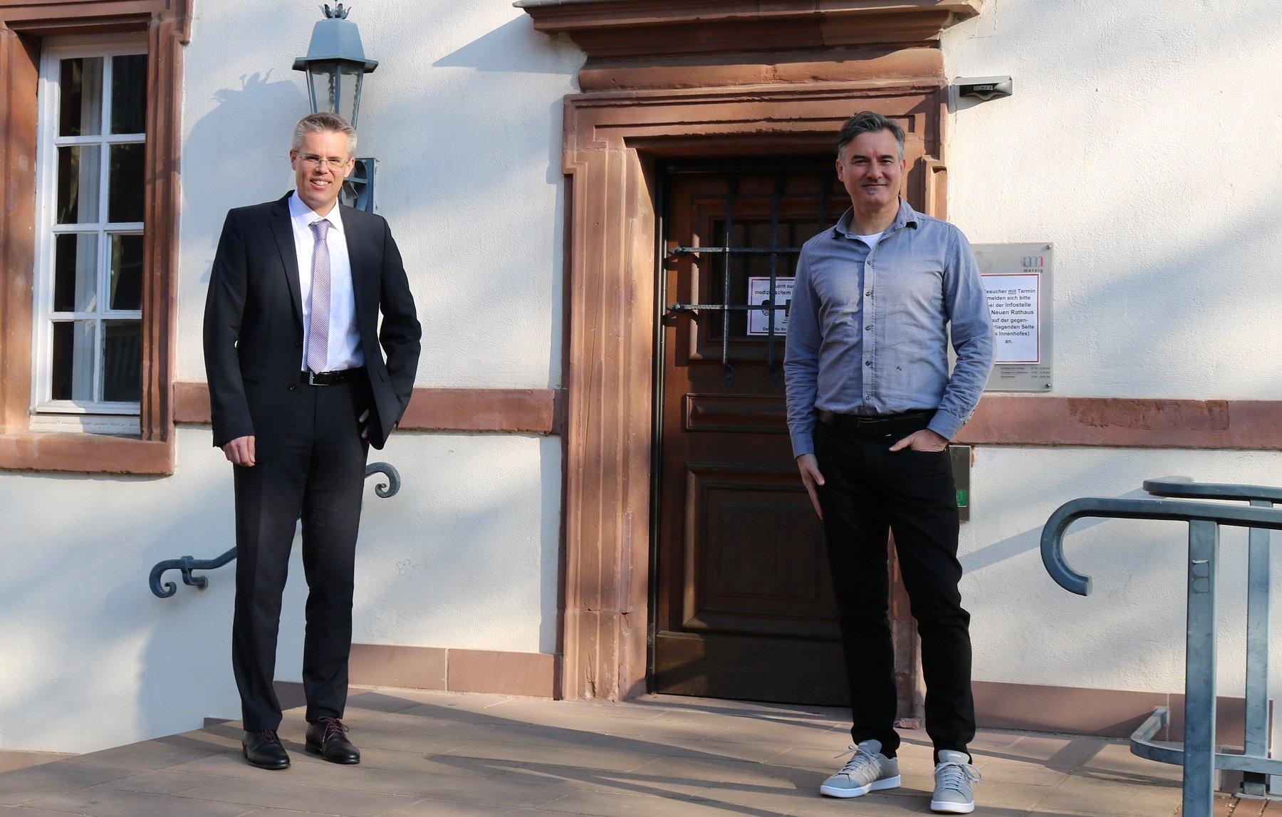 Das Foto zeigt den ersten Beigeordneten Christian Bies mit Bürgermeister Marcus Hoffeld.