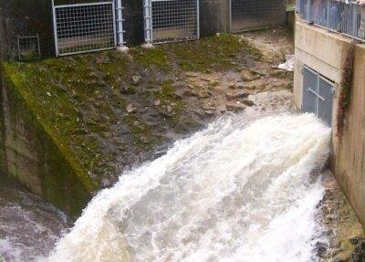 Das Foto zeigt das Pumpwerk in Merzig, durch das Wasser fließt.