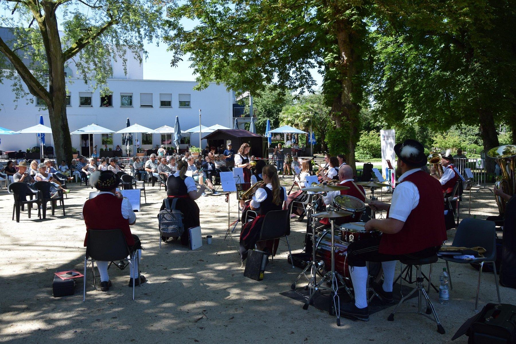 Das Foto zeigt den Auftritt des MV Euterpe bei der Sonntagsmatinee im Stadtpark.
